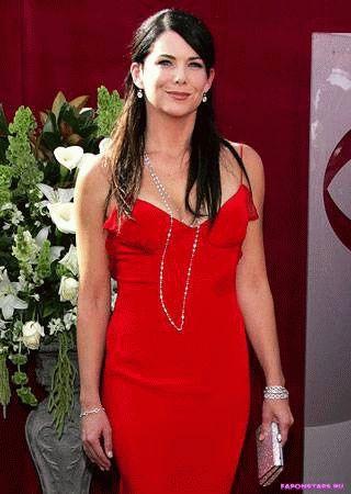 Lauren Graham / Лорен Грэм в откровенном наряде