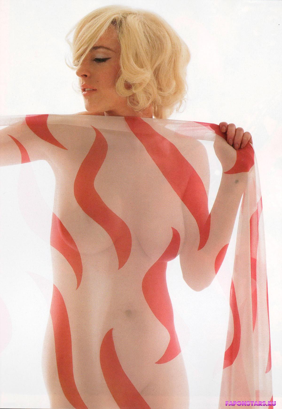 абсолютно обнаженная сексапильная актриса - Линдси Лохан под прозрачной шалью