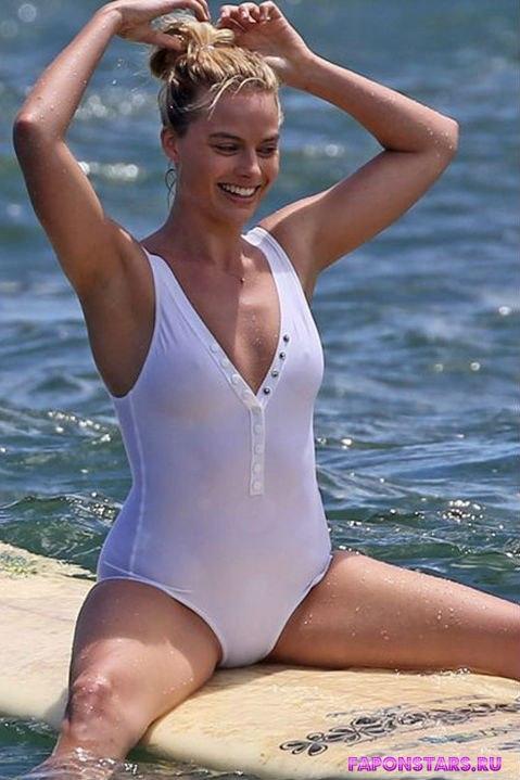 Margot Robbie / Марго Робби в откровенном наряде