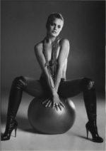 Mena Suvari / Мина Сувари голая фото секси
