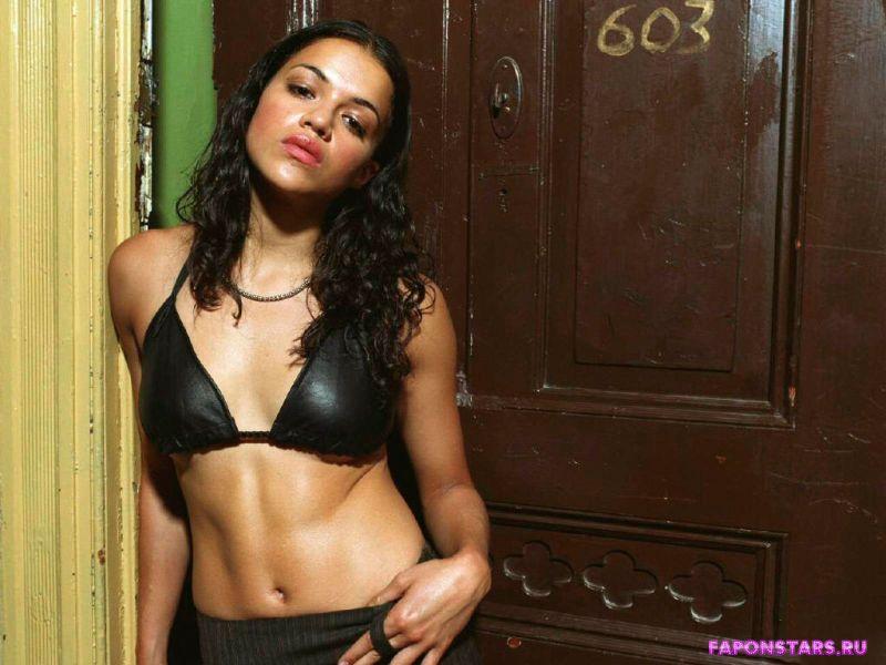сексуальная Мишель Родригес полуголая в нижнем белье