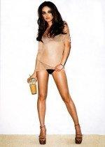 Мила Кунис голая обнаженная в эротическом журнале