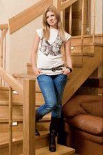 Настя Задорожная в майе и джинсах красивая