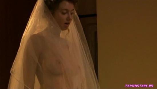 Наталья Костенева полностью голая демонстрирует свою обнаженную грудь в сериале