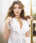 Наталья Костенева и ее шикарная огромная полуообнаженная грудь в глубоком декольте