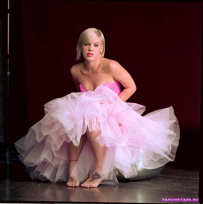 Pink / Пинк голая