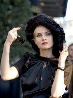 Рената Литвинова в черной шляпе