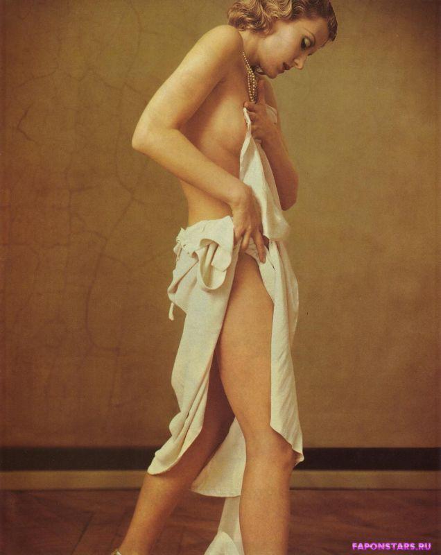 сексапильная Рената Литвинова голая позирует для эротического фото