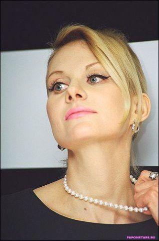 Рената Литвинова в откровенном наряде