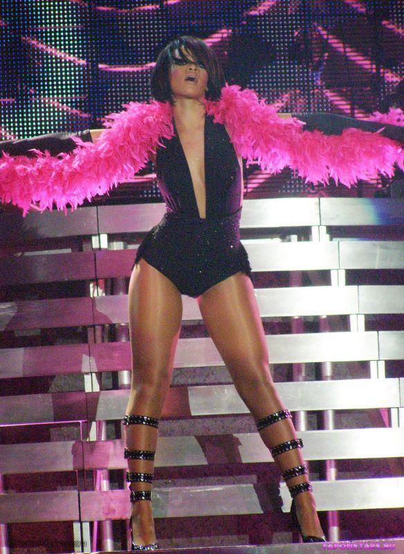 Rihanna / Рианна на пляже