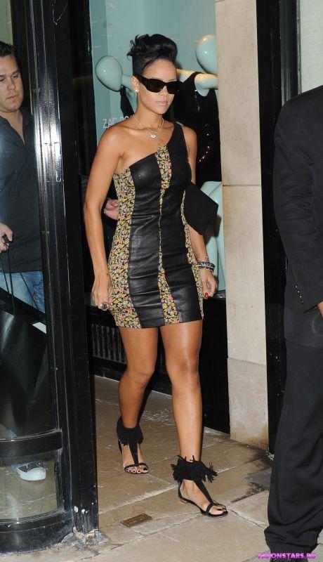 Rihanna / Рианна в дорогом красивом платье