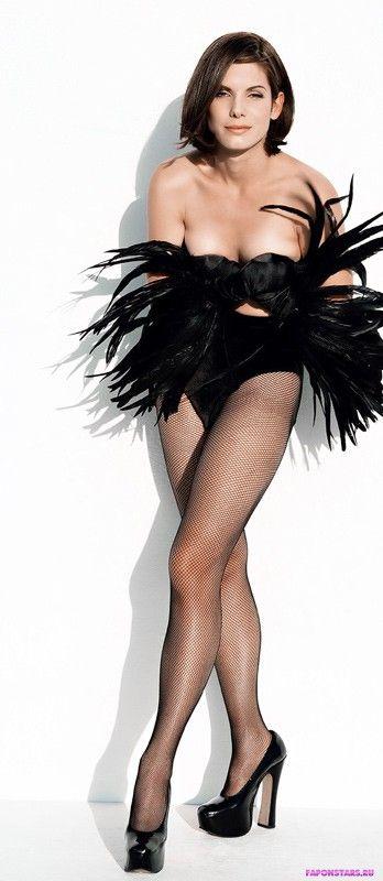 Сандра Буллок в костюме страуса
