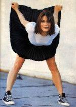Сандра Буллок задирает юбку