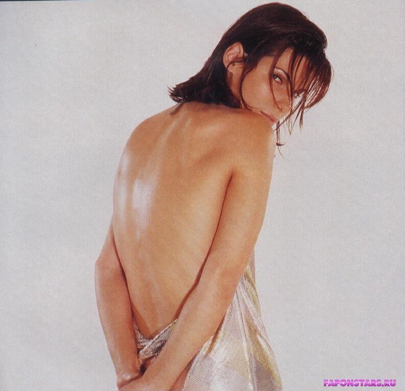 Сандра Буллок голая стоит спиной