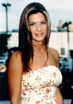 сексуальная Сандра Буллок в красивом летнем платье