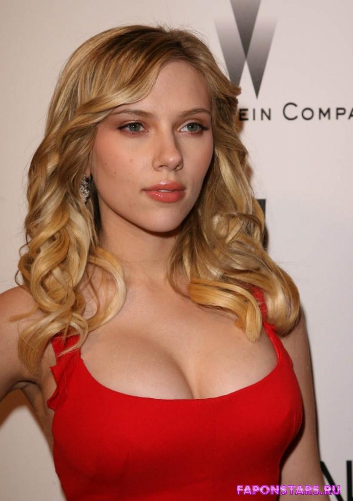 Scarlett Johansson / Скарлетт Йоханссон в откровенном наряде