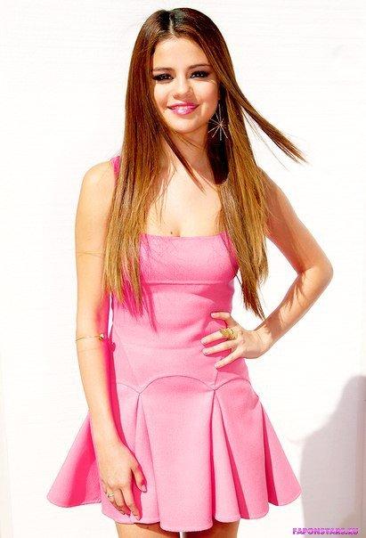 сексапильная красотка Селена Гомес в откровенном платье