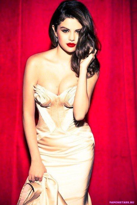 Selena Gomez / Селена Гомес в откровенном наряде