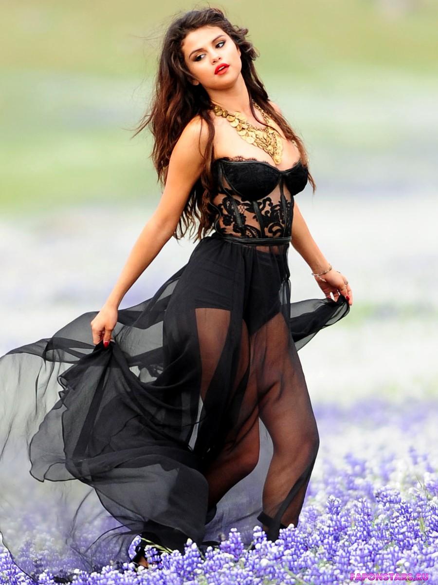 Selena Gomez / Селена Гомес фотосессия в эротическом журнале