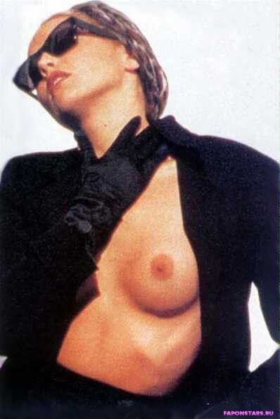 Sharon Stone / Шэрон Стоун улыбается и позирует на камеру