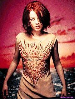 Shirley Manson / Ширли Мэнсон улыбается и позирует на камеру