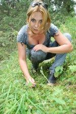 Светлана Назаренко собирает грибы