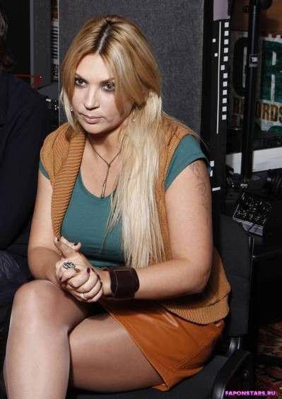 сексуальная Светлана Назаренко в короткой юбке