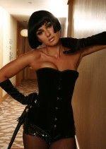 дерзкая и сексуальная Тина Канделаки в черном облегающем платье с глубоким вырезом