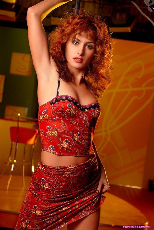 Тина Канделаки в красном платье с декольте