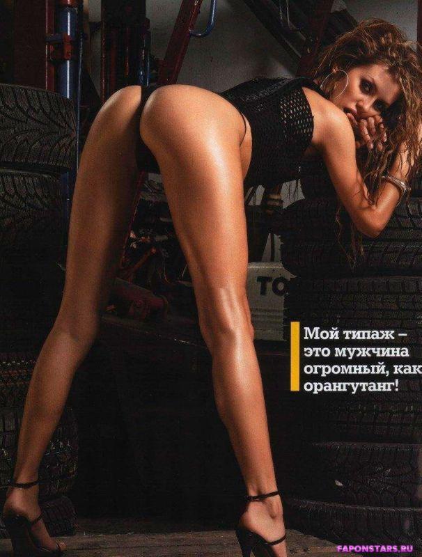Виктория Боня стоит раком демонстрируя свою сексуальную задницу