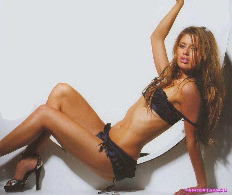 сексуальная полуголая Виктория Боня позирует для эротического журнала