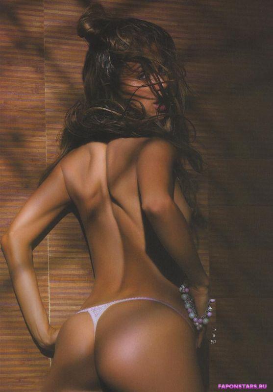обнаженная Виктория Боня позирует со спины