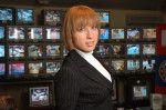 Яна Чурикова в черном костюме