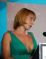 Яна Чурикова в зеленом платье на Фабрике звезд
