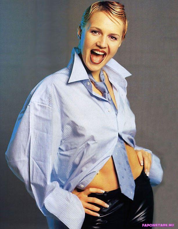 Юлия Бордовских в эротической позе