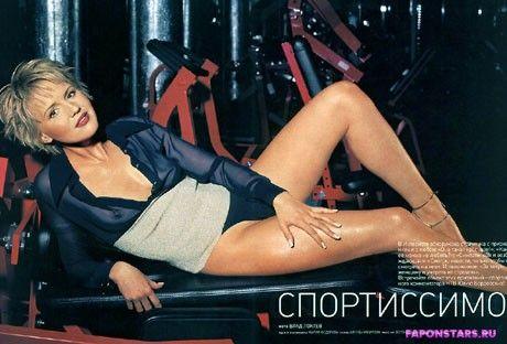 Юлия Бордовских голая в эротическом журнале